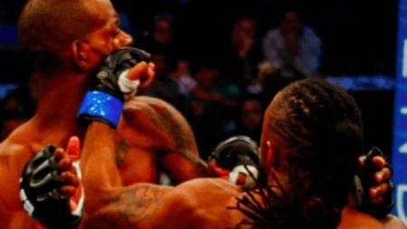 Petarung MMA, Hatley Junior, mengalahkan lawan yang berpostur lebih tinggi darinya. - INDOSPORT