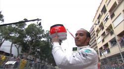 Lewis Hamilton merayakan kemenangan di GP F1 Monaco, Minggu (26/05/19).