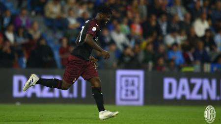 Klub Serie A Italia, AC Milan, dikabarkan tengah melakukan pembicaraan dengan agen pemain mereka, Franck Kessie, terkait perpanjangan kontrak. - INDOSPORT
