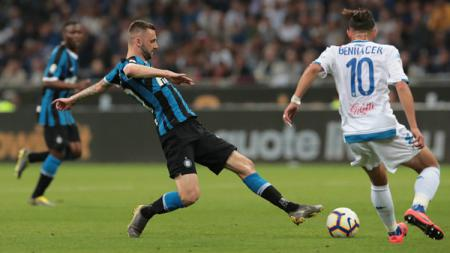 Liverpool dikabarkan siap menebus klausul pelepasan pemain dari raksasa Serie A Liga Italia, Inter Milan, yang dianggap mirip bintang porno oleh Romelu Lukaku, yaitu Marcelo Brozovic. - INDOSPORT