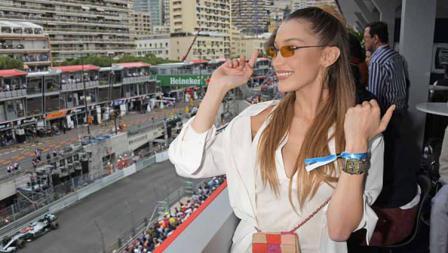 Bella Hadid juga ikut nonton balapan Formula 1 di GP Monaco bersama sahabat-sahabat modelnya. David M. Benett/Dave Benett/Getty Images for TAG Heuer