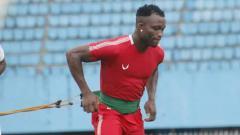 Indosport - Gelandang Persipura Jayapura, Ibrahim Conteh, dipanggil ke skuat Sierra Leone untuk Kualifikasi Piala Afrika pada 13 dan 17 November 2019.