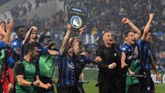 Indosport - Para pemain Atalanta melakukan selebrasi karena lolos ke Liga Champions musim 2019/20.