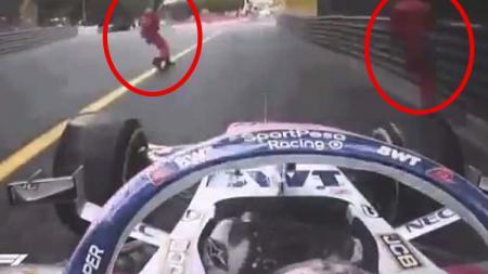 Sergio Perez hampir saja menabrak 2 marshal di GP Monaco. - INDOSPORT