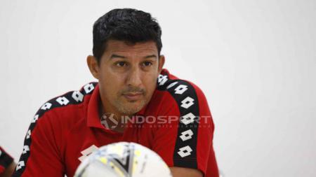 Indra Kahfi menceritakan sosok Alfredo Vera di matanya selama menjadi pelatih Bhayangkara FC. - INDOSPORT
