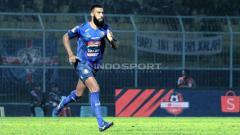 Indosport - Sylvano Comvalius, pemain Arema FC.