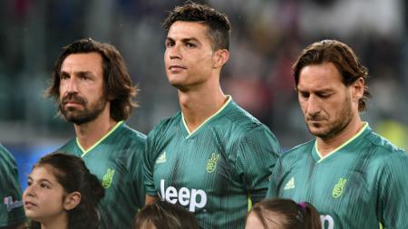 Ronaldo bersama Totti dan Del Piero dalam pertandingan amal. - INDOSPORT
