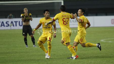 Selebrasi para pemain Bhayangkara FC usai gol dari Flavio Beck. Herry Ibrahim/INDOSPORT.COM - INDOSPORT