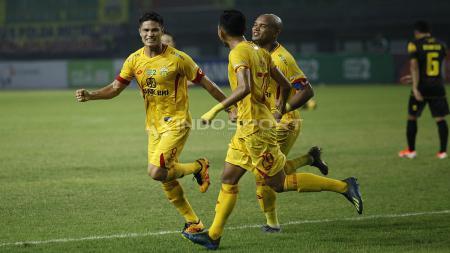 Selebrasi para pemain Bhayangkara FC. Herry Ibrahim/INDOSPORT.COM - INDOSPORT