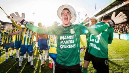 Klub Ezra Walian RKC Waalwijk berhasil lolos ke Eredivisie Liga Belanda usai kalahkan Go Ahead Eagles. Rabu (29/05/19). VI Images via Getty Images