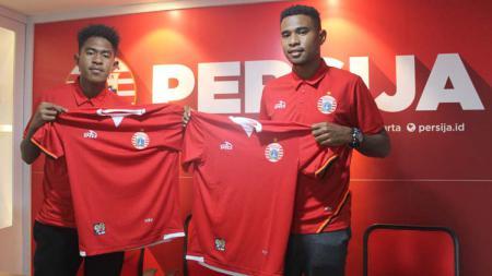 Braif Fatari (jebolan Garuda Select) bersama sang kakak Brian Fatari resmi bergabung bersama Persija. - INDOSPORT