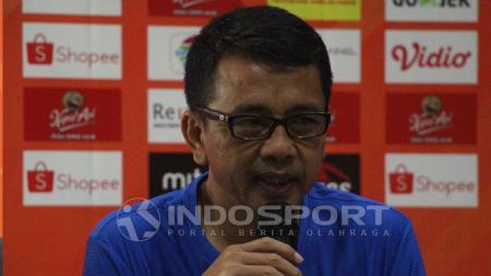 Pelatih PSIS Semarang, Jafri Sastra saat konfrensi pers. - INDOSPORT