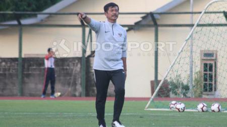 Pelatih Timnas Indonesia U-23, Indra Sjafri mengaku terkesan dengan performa sejumlah pemainnya di Merlion Cup 2019. - INDOSPORT
