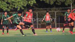Indosport - Skuat Timnas Indonesia U-23 tertinggal 1-2 dari Thailand di babak pertama Merlion Cup 2019.