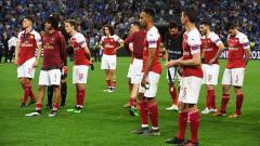 Indosport - Para pemain Arsenal tertunduk lesu usai ditaklukan Chelsea di final Liga Europa. Etsuo Hara/Getty Images