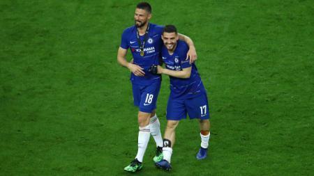 Olivier Giroud dan Mateo Kovacic merayakan gelar juara Chelsea. - INDOSPORT