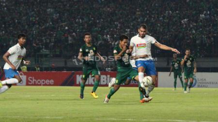 Situasi pertandingan Persebaya Surabaya vs PSIS Semarang. Fitra Herdian/INDOSPORT.COM - INDOSPORT