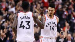 Indosport - Pascal Siakam, Danny Green selebrasi usai menang di game 1 Final NBA antara Toronto Raptors vs Golden State Warriors, di Scotiabank Arena, Jumat (31/05/19).