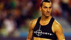 Indosport - Zlatan Ibrahimovic menggunakan vest.
