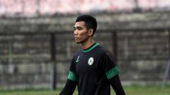 Indosport - Kiper anyar Persita Tangerang, Try Hamdani terancam tergusur dari klub jelang kick off Liga 1 2020 karena mengalami cedera. Mantan pemain PSS Sleman itu cedera dua hari lalu saat menjalani latihan.