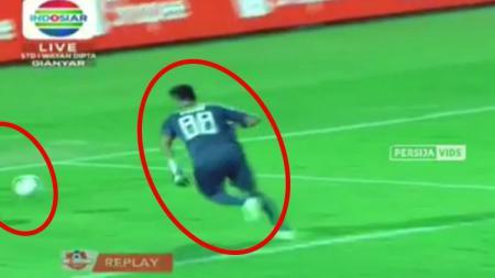 Shahar Ginanjar lakukan blunder di laga Bali United vs Persija (31/05/19) - INDOSPORT