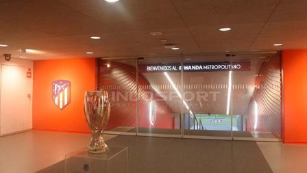 Pintu menuju lapangan di Stadion Metropolitano