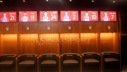 Ruang ganti tim tuan rumah yang pada final Liga Champions 201819 dipakai oleh kubu Liverpool.