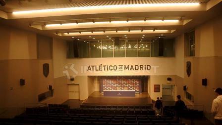 Ruang konferensi pers di Stadion Wanda Metropolitano.