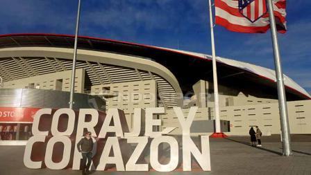 Tulisan Coraje y Corazon di depan Stadion Wanda Metropolitano yang berarti Keberanian dan Hati.