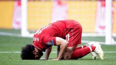 Indosport - Selebrasi sujud dilakukan Mohamed Salah usai berhasil cetak gol penalti di final Liga Champions 2018/19.