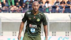 Indosport - Striker asal Prancis, Loris Arnaud, mengungkap alasan terkuatnya pindah ke Tira-Persikabo pada awal musim Liga 1 2019.