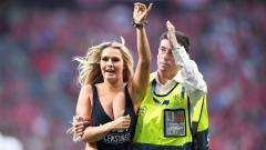 Indosport - Model dewasa asal Amerika Serikat, Kinsey Wolanski, yang pernah mengganggu final Liga Champions, terlihat tengah menikmati liburan di Bahama.