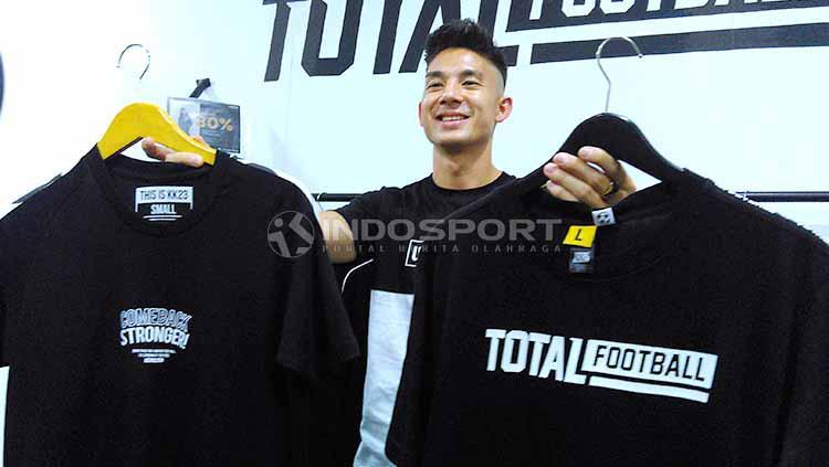 Gelandang tim Persib Bandung, Kim Jeffrey Kurniawan mulai merambah bisnis clothing dengan brand