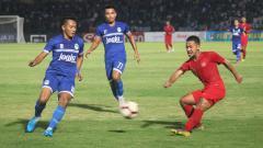 Indosport - Pertandingan uji coba PSIM Yogyakarta vs Timnas Indonesia U-23 di Stadion Sultan Agung, Minggu (2/6/19).