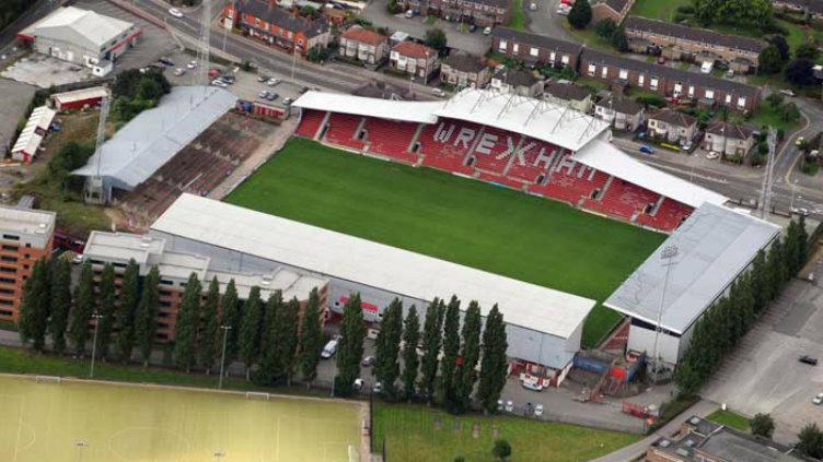 Stadion internasional tertua, Racecourse Ground. Copyright: Football Tripper