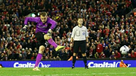 Kiper Liverpool Simon Mignolet dalam drama penalti kontra Middlesbrough di tahun 2015. - INDOSPORT
