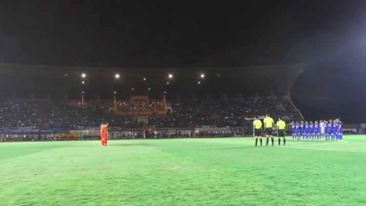Momen menghengingkan cipta untuk almarhumah Ani Yudhoyono jelang laga Timnas Indonesia U-23 vs PSIM Yogyakarta di Stadion Sultan Agung, Bantul, Minggu (02-06-19). Foto: vidio.com Copyright: vidio.com