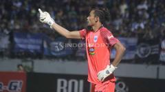 Indosport - Libur lebaran, Kiper PSIS Semarang, Jandia Eka Putra pilih tidak mudik. Foto: Ronald Seger Prabowo/INDOSPORT