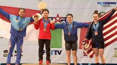 Atlet angkat besi, Windy Cantika Aisah (kiri) berhasil meraih tiga medali perak di Kejuaraan Dunia Angkat Besi Remaja 2019. Foto: Instagram@nahrawi_imam - INDOSPORT