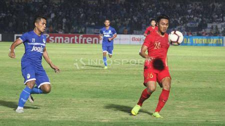 Aksi Rizky Dwi Febrianto saat memulai debutnya bersama Timnas Indonesia U-23 asuhan Indra Sjafri. - INDOSPORT