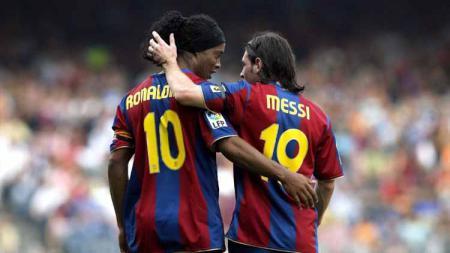 Legenda Barcelona, Ronaldinho sebut tiga pemain yang lebih layak disebut hebat ketimbang Lionel Messi. - INDOSPORT