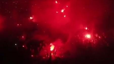Pesta flare fans Liverpool di Bandung - INDOSPORT
