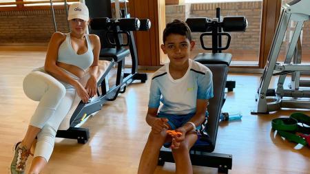 Georgina Rodriguez dan Cristiano Ronaldo Jr - INDOSPORT