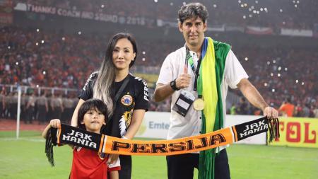 Miranda bersama suaminya, Stefano Cugurra Teco saat masih di Persija. - INDOSPORT