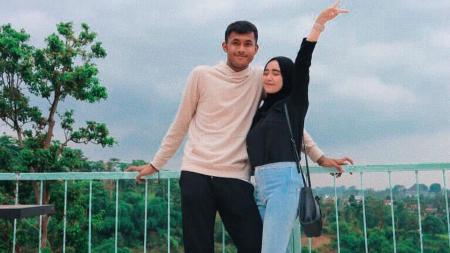 Muhammad Aqil Savik bersama kekasihnya, Yolanda Restu Aulia Pasya - INDOSPORT
