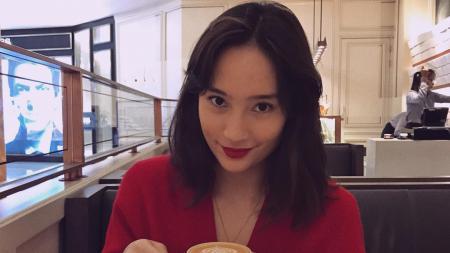Aktris sekaligus model cantik Indonesia, Tatjana Saphira, membuat netizen melancarkan gombalan maut mereka dalam menanggapi unggahan dirinya sedang bersepeda. - INDOSPORT