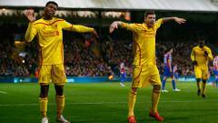 Indosport - Daniel Sturridge dan Alberto Moreno menari-nari saat masih membela Liverpool di laga melawan Crystal Palace.