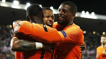 Raksasa sepak bola LaLiga Spanyol, Barcelona, kabarnya sangat yakin bisa mendatangkan mantan anak asuh Ronald Koeman di Timnas Belanda. - INDOSPORT