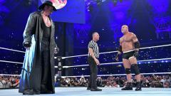 Indosport - Legenda gulat, The Undertaker (54) berhasil melumpuhkan Bill Goldberg (52) dalam laga WWE Supe ShowDown yang digelar di Jedah, Arab Saudi, Jumat (07/06/19).