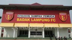 Indosport - Tribun utama Stadion Sumpah Pemuda. INDOSPORT.COM / Abdurrahman Ranala